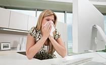 夏天打喷嚏流鼻涕是风热还是风寒 夏天容易出现哪几种感冒