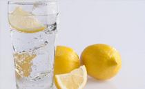 秋天可以喝柠檬水吗 秋天喝柠檬水好不好
