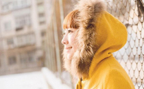 冬天脸上起白色的皮屑怎么回事 冬天脸上起皮怎么办