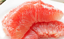 吃柚子可以喝牛奶吗 吃柚子多久后能喝牛奶