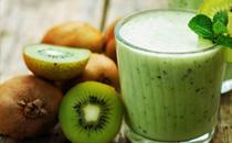 吃猕猴桃隔多久可以喝牛奶 猕猴桃和牛奶一起吃了怎么办