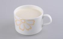 流鼻血可以喝牛奶吗 流鼻血喝鲜牛奶好还是奶粉好