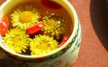 一杯枸杞菊花茶拯救眼睛 枸杞菊花茶能放冰糖吗