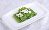 怎么炒芹菜好吃又简单 芹菜和什么凉拌好吃
