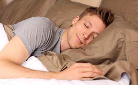男生裸睡时要不要穿内裤 男性裸睡有什么好处和坏处