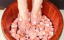 女性用什么中药泡脚好 女人泡脚用什么泡最好
