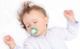 为什么宝宝睡觉爱举手 宝宝睡觉举手怎么回事