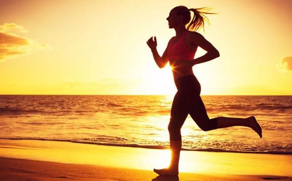 晚上空腹跑步能减肥吗 晚上空腹跑步合适吗