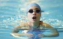 近视眼游泳能带隐形眼镜吗 近视眼游泳带什么眼镜好