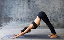 练瑜伽可以开空调吗 夏天能在空调房间练瑜伽吗