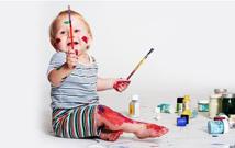 为什么孩子总喜欢在墙上乱涂乱画 孩子乱涂乱画有哪些好处