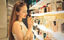 有钱就想买化妆品是什么病 怎么控制自己购物的欲望