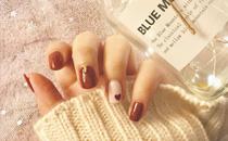 2017秋冬流行色焦糖色美甲推荐 秋冬必备的焦糖色美甲图片最新款