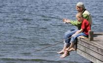 春天钓鱼用什么打窝好 春天钓鱼打窝的技巧